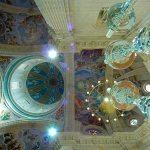 Destacan en su interior las pinturas murales de las bóvedas de la nave central, del crucero y del ábside, obra de Manuel Muñoz Barberán.