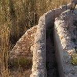 Acequia que conduce el agua al molino del Río Chícamo.