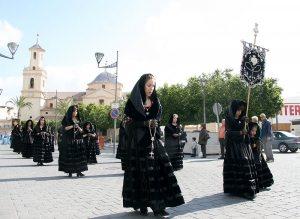 Las Pavas son una tradición de Fortuna que desfilan Viernes Santo.