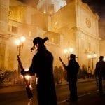 Solemne procesión, momento de mayor apoteosis de la Fiesta.- Autor Garrudo