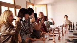 La cata de vinos, uno de los placeres de la Ruta del Vino.